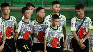 12 Thai boys pay tribute to the rescuer lost in desperate cave search