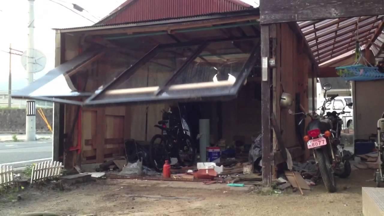 The Garage Door >> 電動跳ね上げ式 ドアオープナー - YouTube