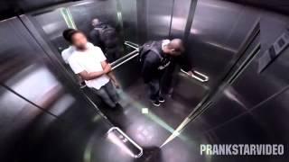 Я смеялся до слез (обосрался в лифте)...
