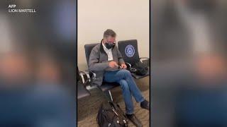 罗姆尼参议员在机场受到特朗普总统支持者追问 - YouTube