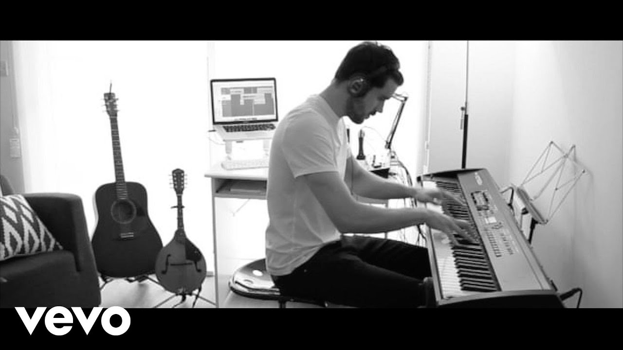 sam-smith-writings-on-the-wall-from-james-bond-007-spectre-piano-musiclabvevo