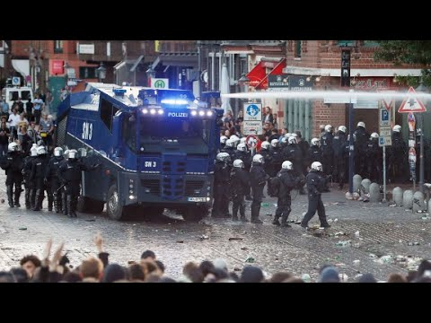 Hamburg police try to remove G20 protesters
