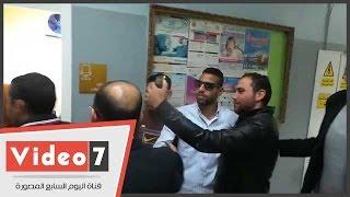 متعب ومؤمن زكريا ووليد سليمان فى زيارة لأطفال مستشفى أبو الريش