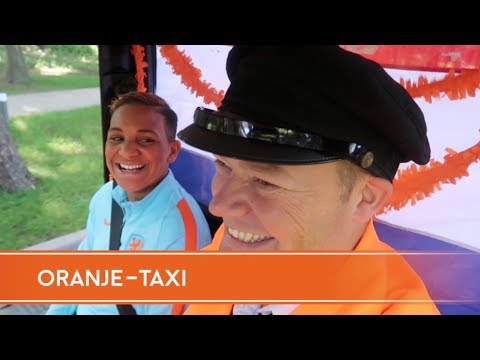 De Oranje-taxi met Shanice van de Sanden