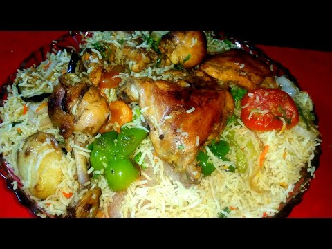 Arabian dish 'chicken maqlooba' (traditional recipe)