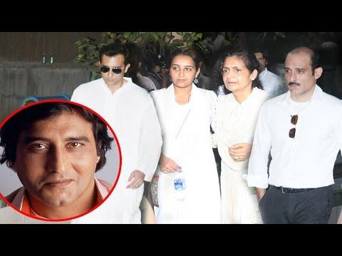 EMOTIONAL Akshaye Khanna & Rahul Khanna With Family At Dad Vinod Khanna's Last Rights Ceremony
