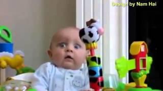 Những tình huống hài hước của các em bé và tiếng cười đáng yêu của trẻ