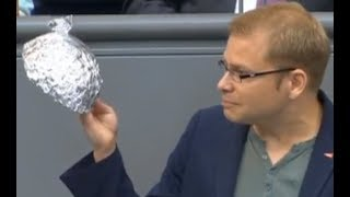 Bundestag : Linke outet sich mutig als Aluhut bastel Partei - AFD
