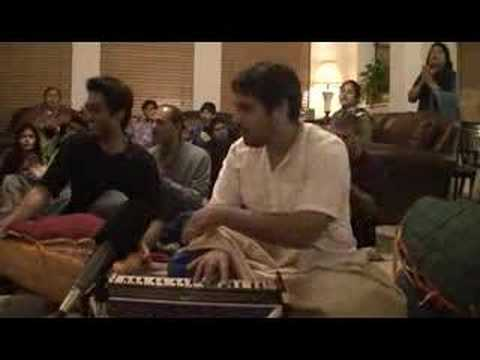 Amala Kirtan singing Raghupati Raghava