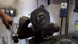 Замена шкива генератора,разборка генератора.Replacing the alternator pulley.