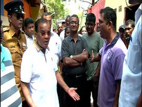 Colombo Mayor mobbed by relocated persons in Maligakanda