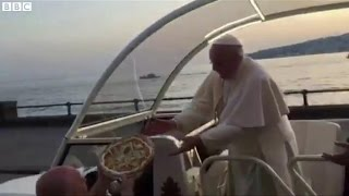 Pope Francis accepts pizza from Naples restaurant owner
