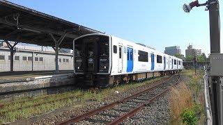 JR九州 筑豊本線(若松線) BEC819系2両編成 若松駅 発車 シーン 2018年4月29日