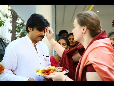 Pawan Kalyan Wife Gives Harathi For Yatra | Filmy Monk