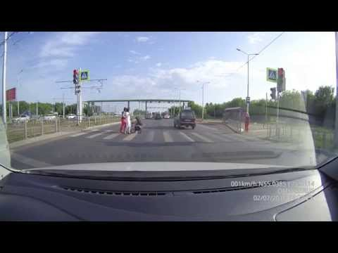 г. Омск, пешеходный переход перед перекрестком Заозерная-Королева, 02 июля 2015 (18:27)