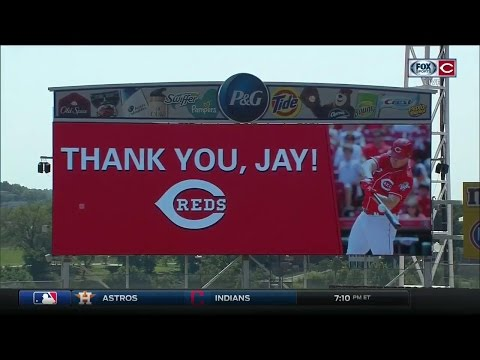 Cincinnati Reds honor Jay Bruce with ceremony before the team