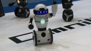 Nova geração de robôs de brinquedo em Tóquio