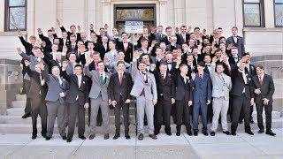 Auf einem schulball der baraboo high school im us-bundesstaat wisconsin posierten schüler für ein foto lachend mit dem hitlergruß. die schulbehörden ermitteln – auch weil noch andere umstrittene ...