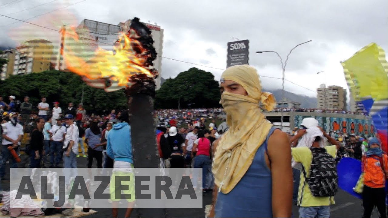 Venezuela crisis: Anti-Maduro protests overshadow Armed Forces Day