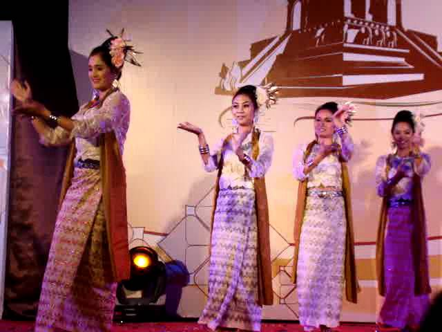 Forn Thai (Thai Folk Dance) Travel Video