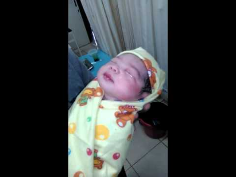 Adzan bayi baru lahir