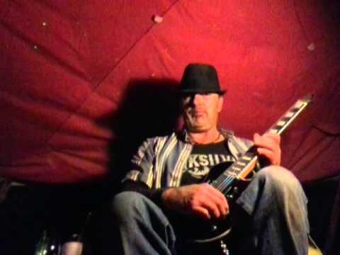 Randy  play's  guitar