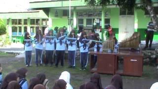 SMP N 2 Padangpanjang,EnsambleTalempong dan pianika kelas  9a , Lagu mancanegara