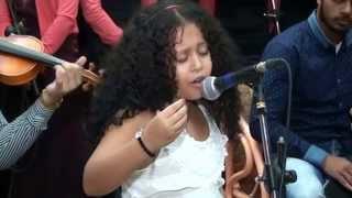 طفلة تغني لأم كلثوم