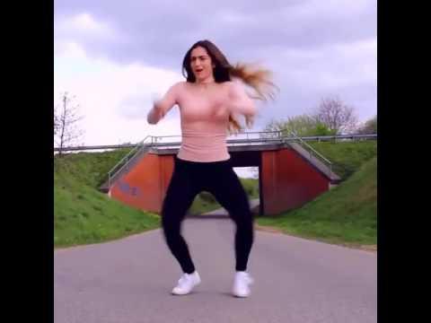 Zeenat Shaikh hot dance