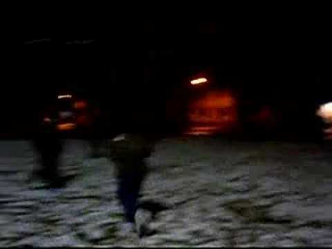 guerra de nieve en plaza malvinas