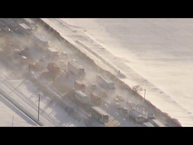 東北道の多重事故、ホワイトアウト発生か 18人が死傷