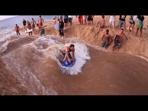 [UNIK] Peseluncur Ini Membuat Ombak Dengan Pasir Pantai  Bagaimana Hasilnya ?