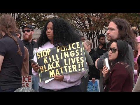 مظاهرة في ألاباما احتجاجا على مقتل رجل أسود والشرطة تعترف أنها قتلته -بالخطأ- …  - 15:53-2018 / 11 / 25