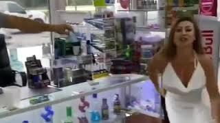 How women handle facemask outdoor