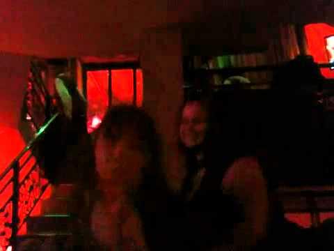Duo de choc au karaoke sur I am so exited !!