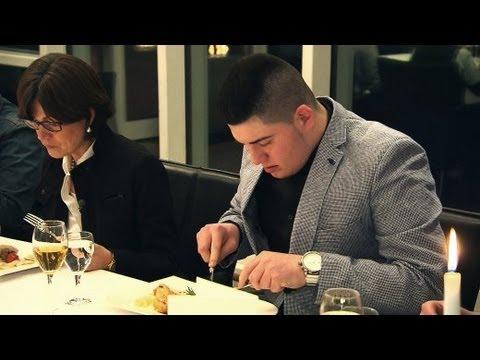 Knigge-Kurs für Anfänger: Schüler lernen Tischmanieren