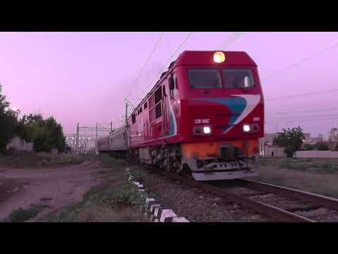 Тепловоз ТЭП70БС-066 с пригородным поездом Волгоград - Суровикино