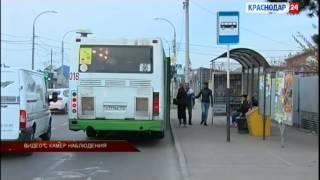 Женщину, уколовшую булавкой школьницу в Краснодаре, зафиксировала камера(, 2014-11-14T16:30:36.000Z)