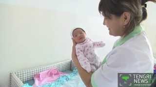 В Таразе мать оставила новорожденную девочку в коробке