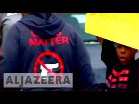 Baton Rouge shooting: Police kill black man outside store