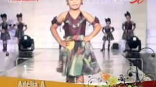 Fashion Show Wisuda Danar Modelling 04.mpg