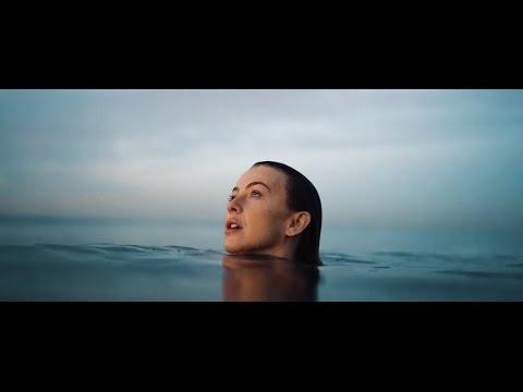Смотреть клип Julianne Hough - Transform