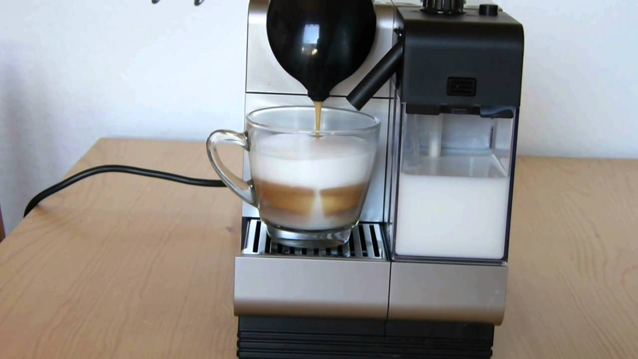 cappuccino zubereitung mit delonghi lattissima nespresso maschine youtube. Black Bedroom Furniture Sets. Home Design Ideas