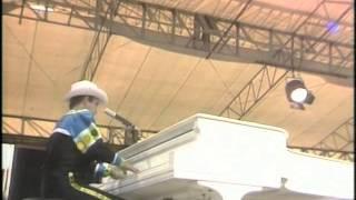 Elton John - Sartorial Eloquence (Central Park 1980)