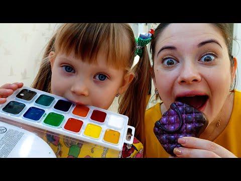 Настя играет в челлендж съедобное как шоколад и настоящее