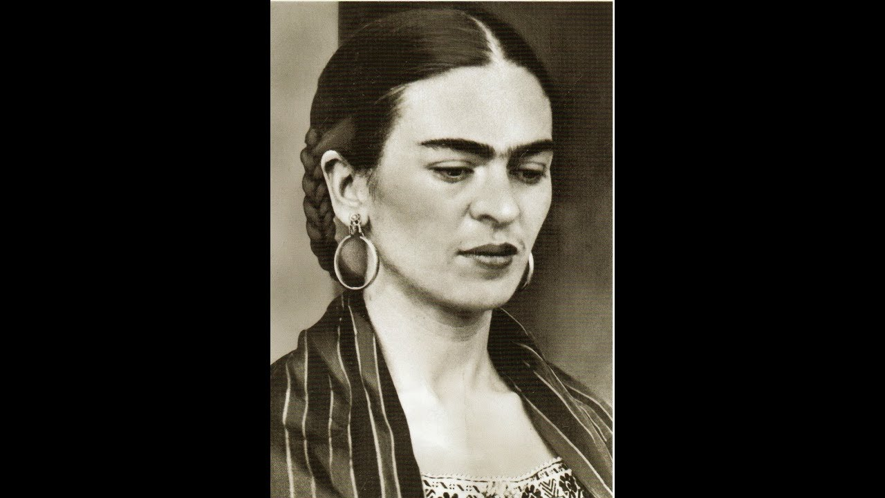40 fascinating black and white portraits of frida kahlo from between the 1930s and 1940s