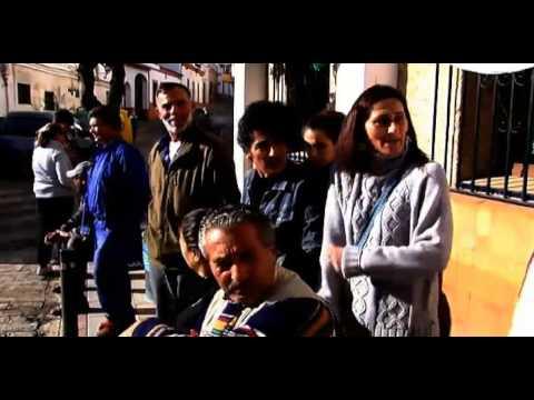 Una familia se encierra en el ayuntamiento de Aznalcóllar