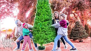 RACE To FIND Our PERFECT CHRISTMAS TREE!! 🎄🎅🏼 | Slyfox Family