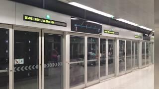 Поезд метро без машиниста.