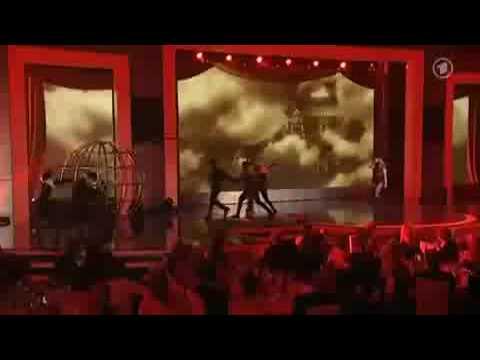 Britney Spears bei bambi 2008 HQ ( Womanizer Live Performance xxx )